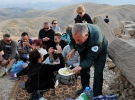 Turistler Nemrut'ta iftar sofrasına misafir oluyor