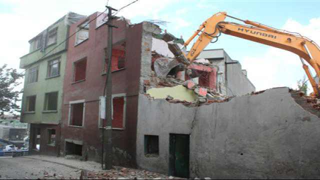 Gaziantep'te İş Makineleri Yanlış Evi Yıktı